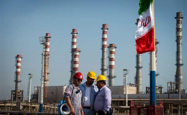 Иран готовится увеличить нефтедобычу на случай отмены санкций США