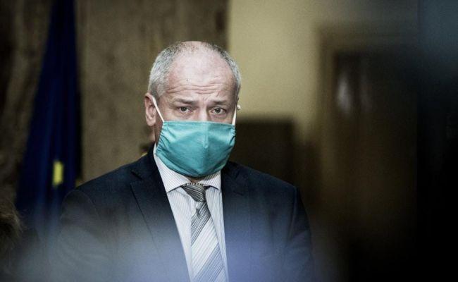 Жителей Чехии снова обязали носить маски