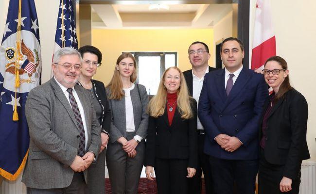 Американцев выборы вГрузии волнуют больше своих— Бесо Барбакадзе