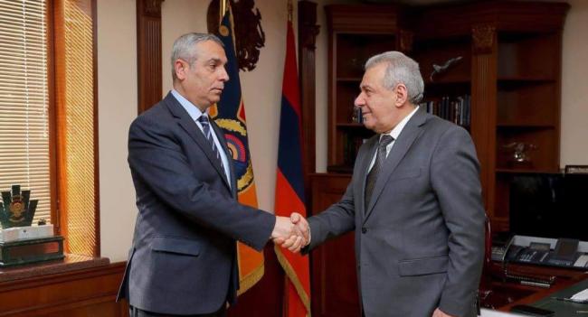 44908f7f54e3c28fcabd566c86cc4 Глава Минобороны Армении встретился сглавой МИД Карабаха