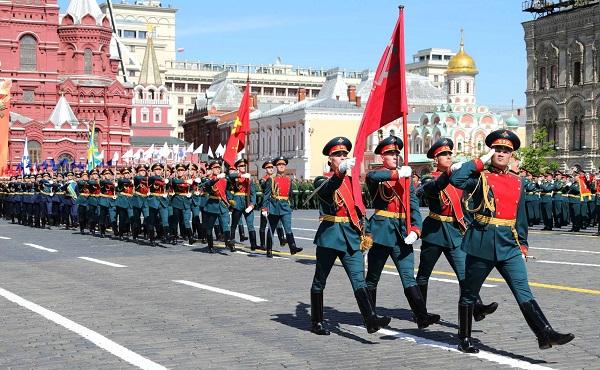 Путин отложил проведение парада Победы