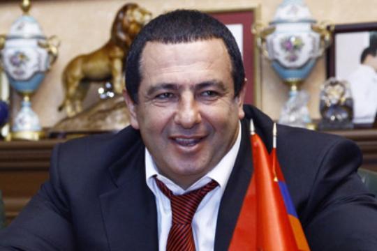 «Грапарак»: Серж Саргсян оставил решение о возвращении в политику за Царукяном