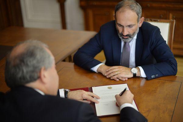 Президент Армении принял отставку Пашиняна