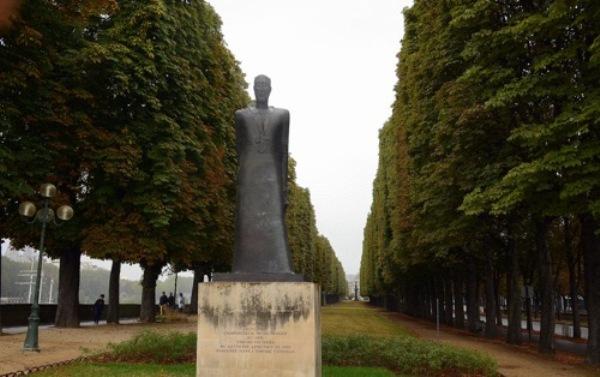 ВПариже осквернили памятник Комитасу: посольство Армении ответило вандалам