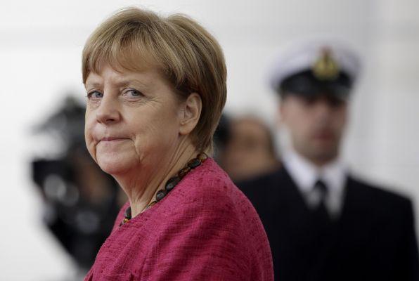 Меркель не исключила возможности облегчения задолженности Греции