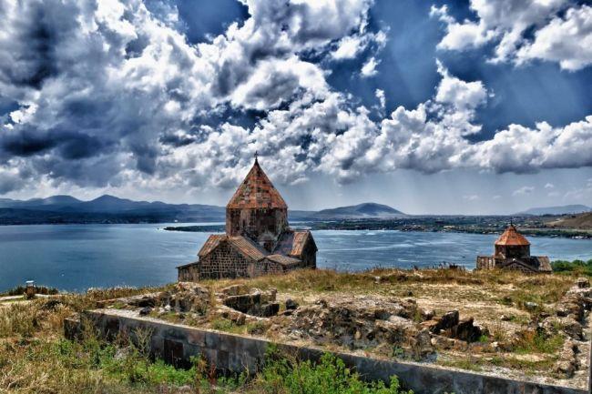 Армения – в тройке популярных стран для самостоятельных поездок летом