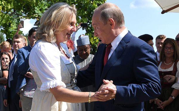 Глава МИД Австрии рассчитывает на еще один танец с Путиным