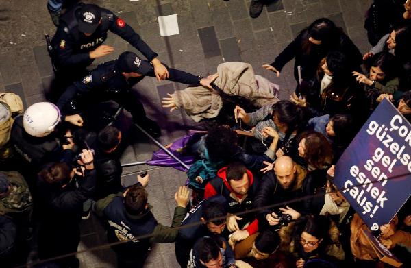 Восьмое марта в Европе: от мирного протеста до разгона слезоточивым газом
