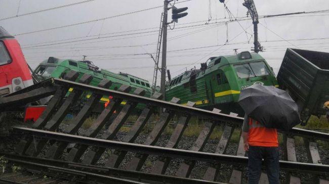 В Санкт-Петербурге столкнулись два товарных поезда, есть пострадавшие